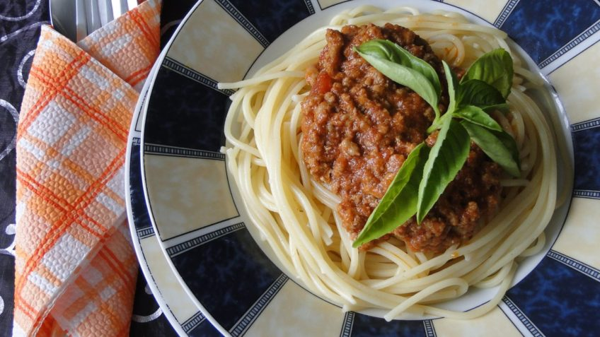 špagety s omáčkou bolognese