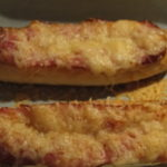 rožky zapekané s anglickou slaninou a syrom