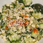 chilli-uhorkový šalát s klíčkami