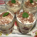 dezert zo salka a smotanového jogurtu