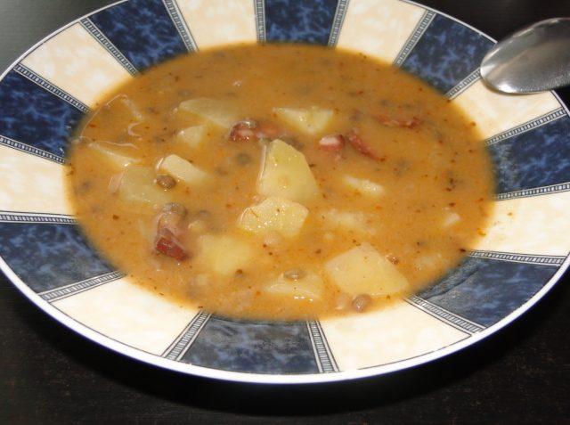 tradiční čočková polévka