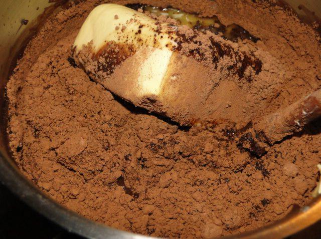 čokoládový koláč z kysnutého cesta