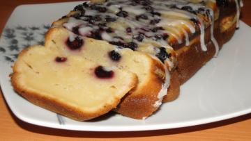 koláč s cukrovou polevou
