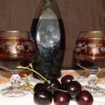 likér z čerešní so škoricou