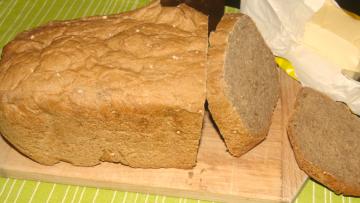 chlieb z domácej pekárne