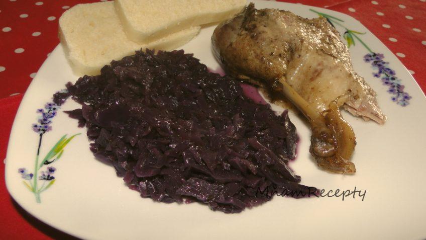 pečená kačica s kapustou a knedľou